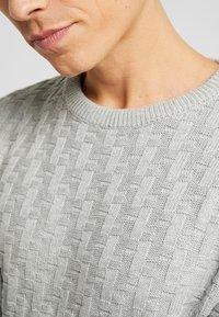 Produkt - CHARLIE - Sweter - light grey melange - 5