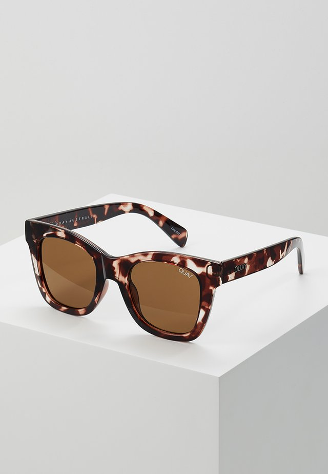 AFTER HOURS - Lunettes de soleil - tort/brown