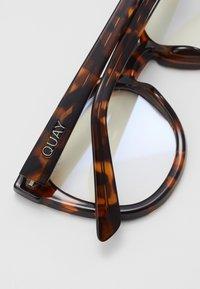 QUAY AUSTRALIA - NOOSA BLUE LIGHT - Solbriller - mottled brown/transparent - 4