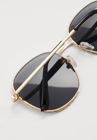 QUAY AUSTRALIA - JEZABELL TWIST LIZZO - Zonnebril - gold-coloured/black - 2