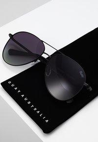QUAY AUSTRALIA - STILL STANDING - Sluneční brýle - black/smoke - 3
