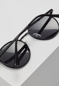 QUAY AUSTRALIA - OMEN - Sunglasses - black - 4