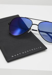 QUAY AUSTRALIA - FIRST CLASS - Sunglasses - black/navy - 3