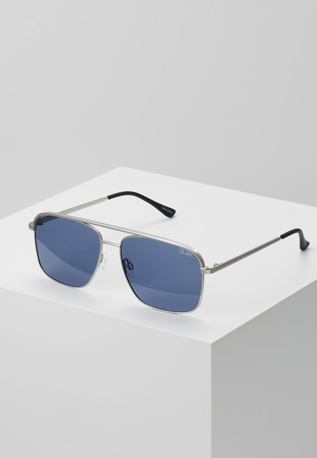 POSTER BOY - Lunettes de soleil - matte silver-coloured/navy