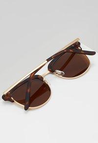 QUAY AUSTRALIA - EVASIVE - Sluneční brýle - matte tort/brown - 5