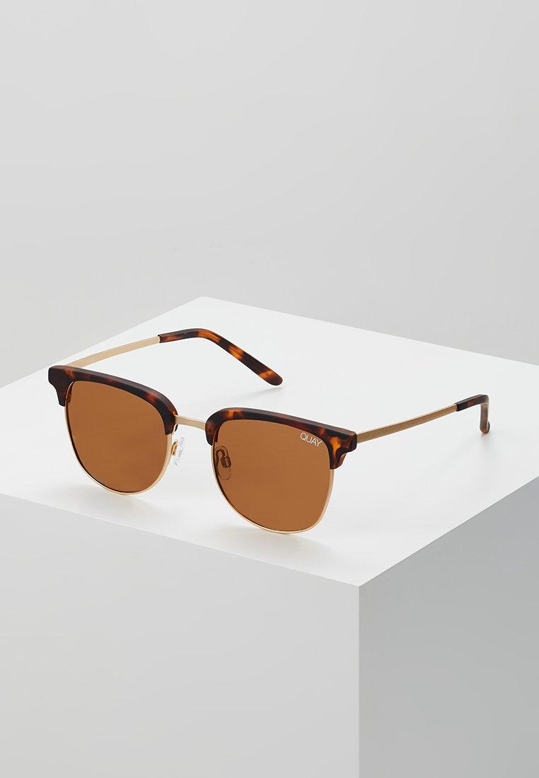 QUAY AUSTRALIA - EVASIVE - Sluneční brýle - matte tort/brown