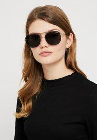QUAY AUSTRALIA - Sluneční brýle - gold-coloured/black - 2