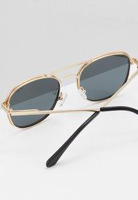 QUAY AUSTRALIA - Sluneční brýle - gold-coloured/black - 4