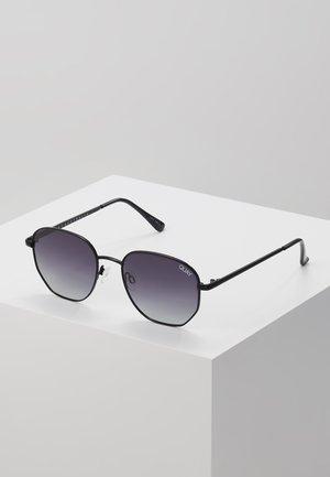 BIG TIME - Sluneční brýle - black/smoke