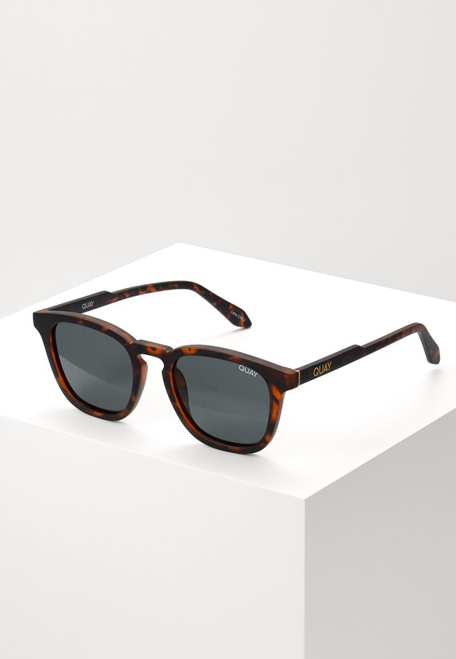 JACKPOT - Solglasögon - dark brown