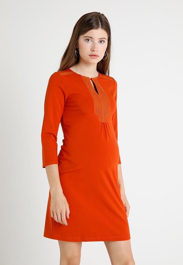 Queen Mum - DRESS 3/4 DETAIL - Jersey dress - copper bright