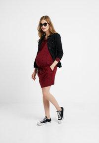 Queen Mum - DRESS - Vestito di maglina - cabernet - 1