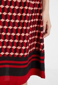 Queen Mum - DRESS 3/4 - Denní šaty - formula one - 4