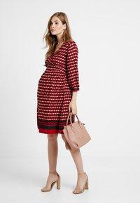 Queen Mum - DRESS 3/4 - Denní šaty - formula one - 1