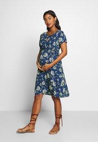 Queen Mum - DRESS WOVEN NURS BEIGING - Robe d'été - sodalite blue - 1
