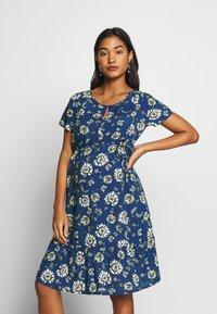 Queen Mum - DRESS WOVEN NURS BEIGING - Robe d'été - sodalite blue - 0