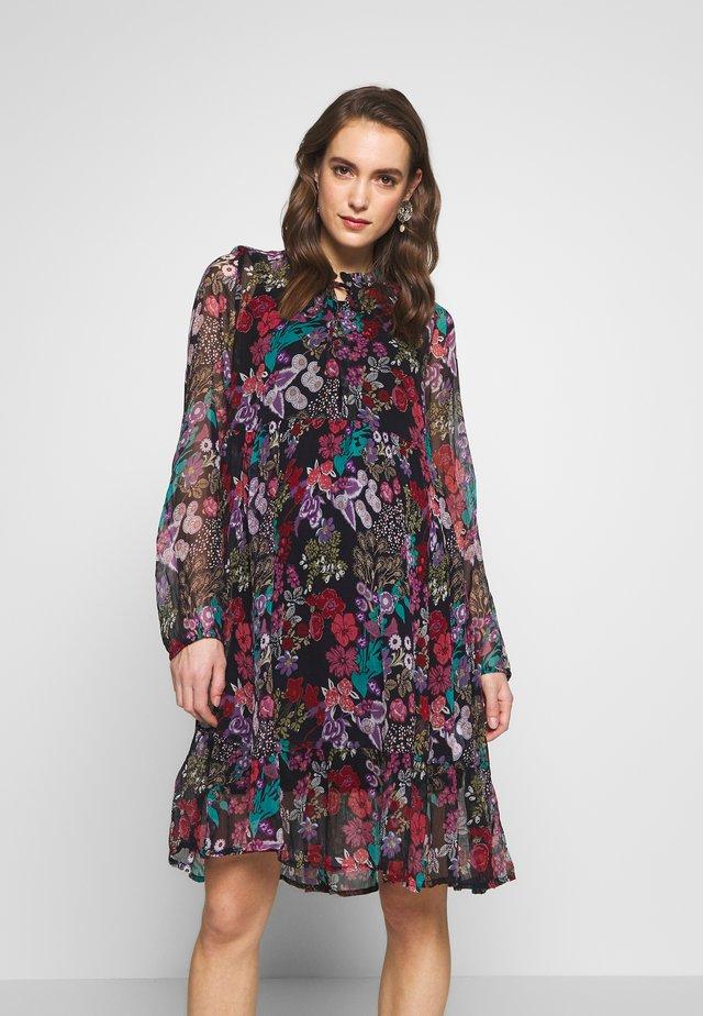 Denní šaty - black iris