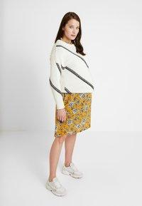 Queen Mum - SEATLE DRESS - Sukienka koszulowa - sunflower - 2