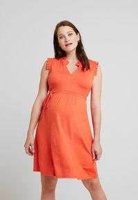 Queen Mum - DILI DRESS - Žerzejové šaty - emberglow - 0