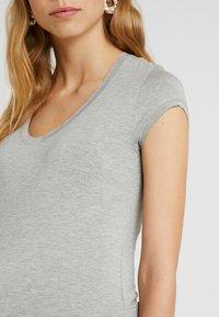 Queen Mum - TEE - T-Shirt basic - grey melange - 5
