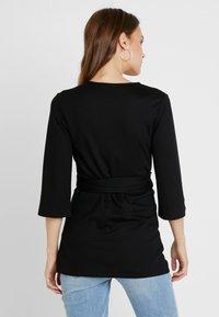 Queen Mum - ENABELING - Maglietta a manica lunga - black - 2