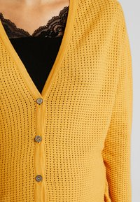 Queen Mum - CARDIGAN HELSINKI - Vest - sunflower - 4