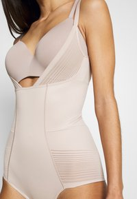 Marks & Spencer London - WYOB - Body - almond - 5