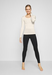 Marks & Spencer London - HEAT GEN LONG SLEEVE - Undertröja - light cream - 1