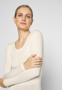 Marks & Spencer London - HEAT GEN LONG SLEEVE - Undertröja - light cream - 3