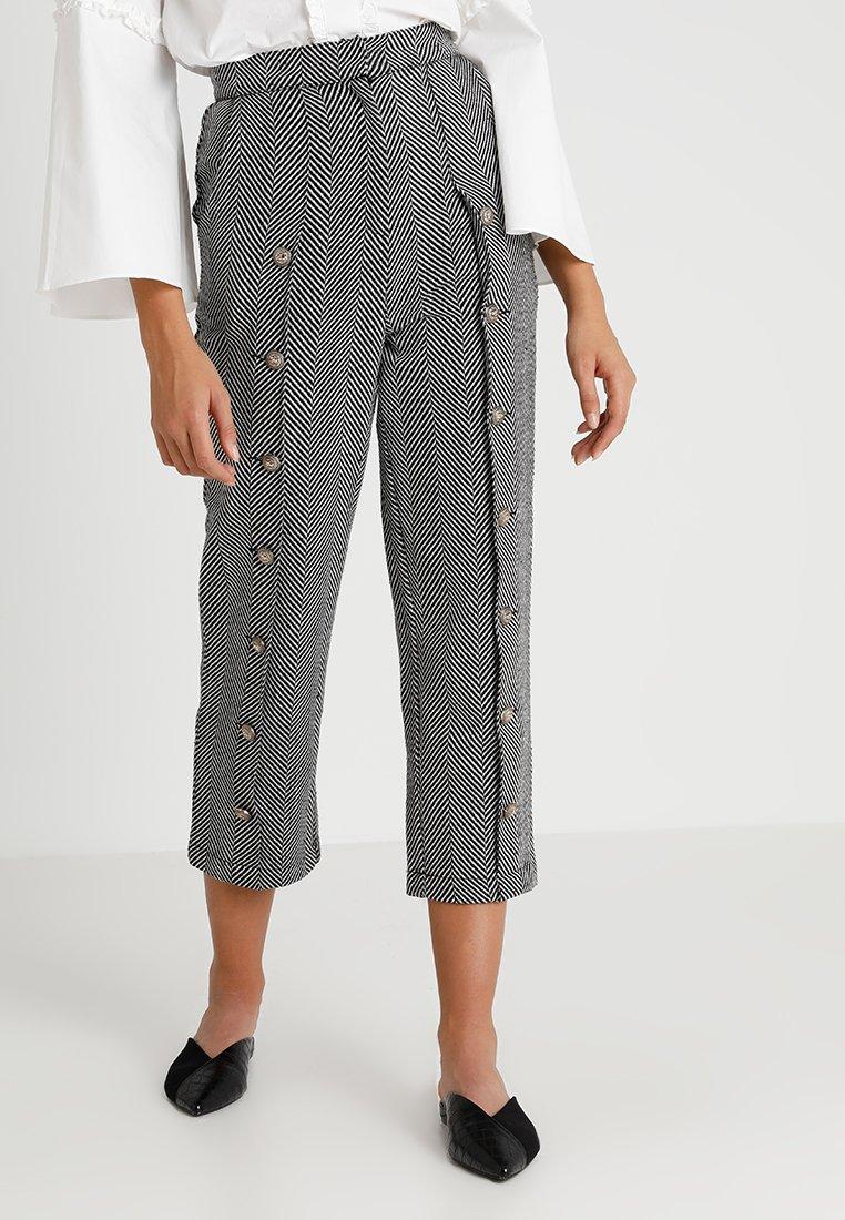 Sister Jane - ZEPHYR HERRINGBONE TROUSERS - Trousers - black/white