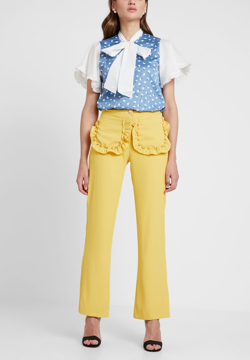 Sister Jane - CITRUS PATCH POCKET TROUSERS - Trousers - yellow