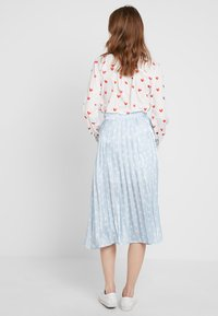 Sister Jane - PLEATED SKIRT IN SHIMMER STAR - A-lijn rok - light blue/white - 2