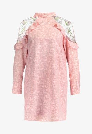 AGATHA COLD SHOULDER DRESS - Korte jurk - pink