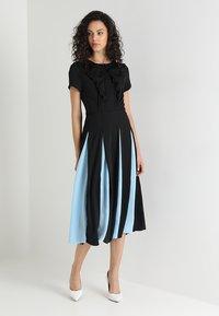 Sister Jane - PROPELLER MIDI DRESS - Koktejlové šaty/ šaty na párty - black - 2