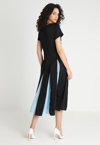 Sister Jane - PROPELLER MIDI DRESS - Koktejlové šaty/ šaty na párty - black - 3