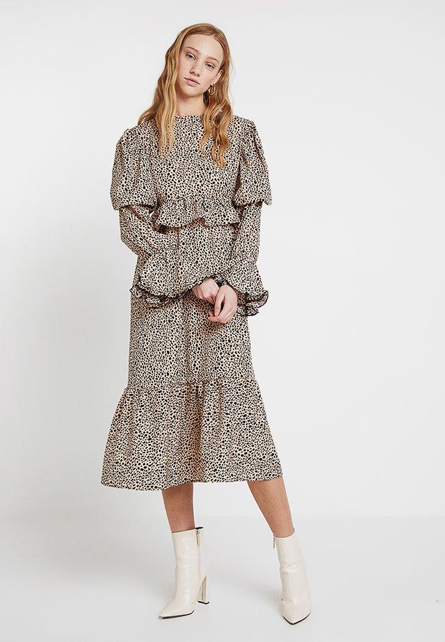 LEOPARD MAXI DRESS - Długa sukienka - beige