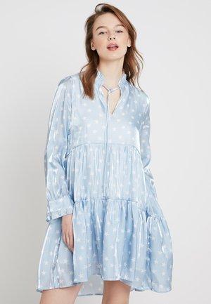 TIERED STAR MIDI DRESS - Sukienka koktajlowa - light blue/offwhite