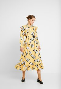 Sister Jane - SPECTATE FLORAL PRINT MAXI DRESS - Day dress - yellow - 2