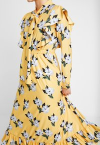 Sister Jane - SPECTATE FLORAL PRINT MAXI DRESS - Day dress - yellow - 4