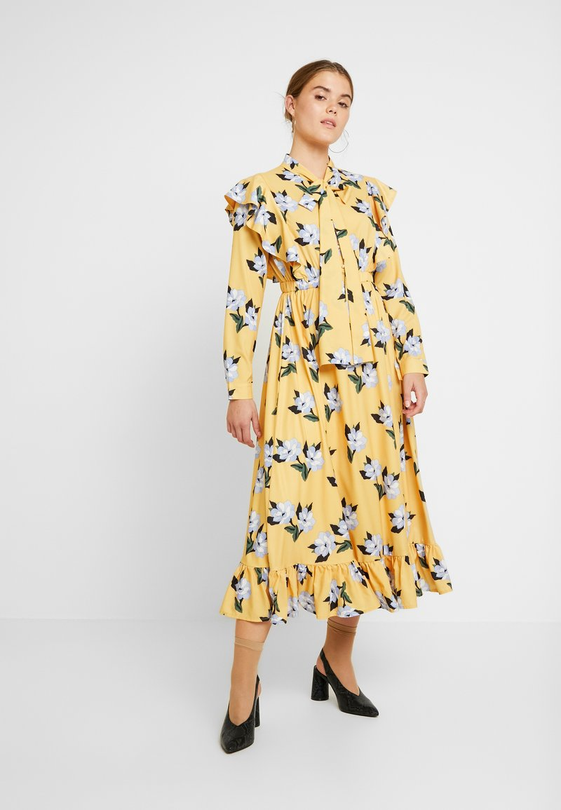 Sister Jane - SPECTATE FLORAL PRINT MAXI DRESS - Day dress - yellow