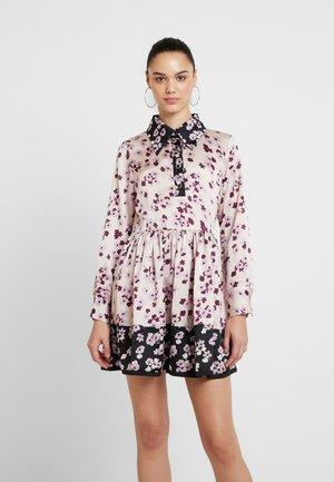 MISMATCH FLORAL MINI SKATER DRESS - Vapaa-ajan mekko - pink