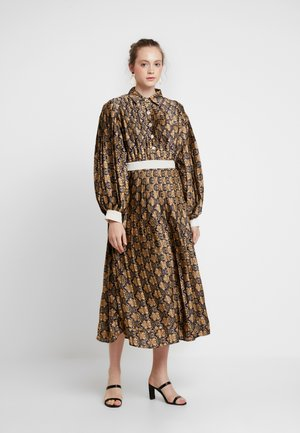 BLAIR PLEATED MIDI DRESS - Sukienka koszulowa - navy/gold