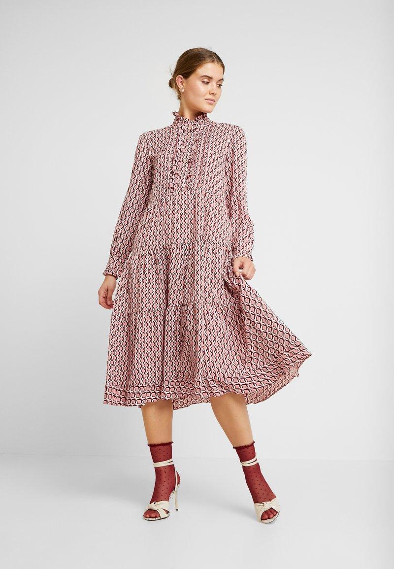 Sister Jane - BLYTHE GEO PRINT MIDI DRESS - Shirt dress - pink