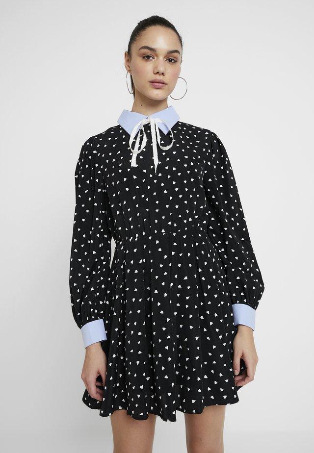 FONDNESS MINI SKATER DRESS - Skjortekjole - black/white