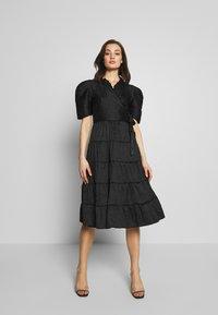 Sister Jane - BACCARA ROSE WRAP DRESS - Korte jurk - black - 1