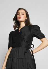 Sister Jane - BACCARA ROSE WRAP DRESS - Korte jurk - black - 4