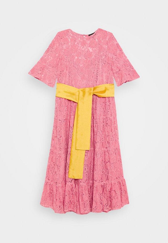 BAKEWELL MIDI DRESS - Day dress - pink