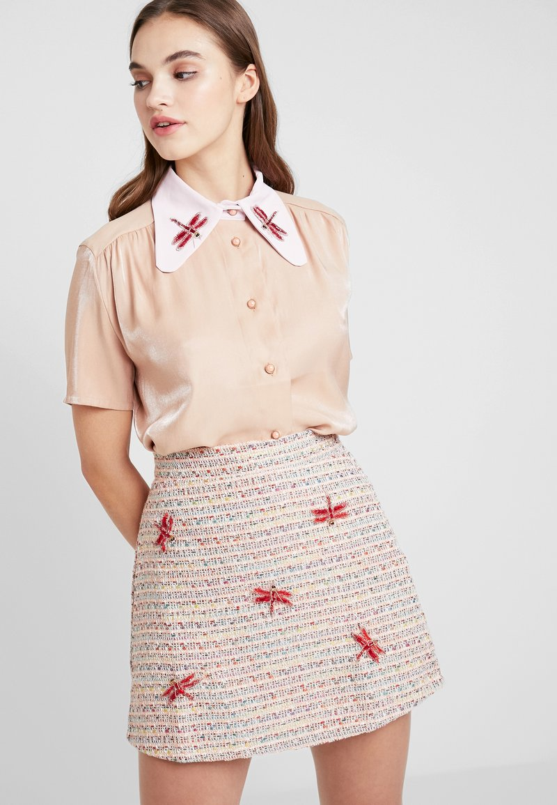 Sister Jane - INSECTA RETRO BLOUSE - Button-down blouse - coral