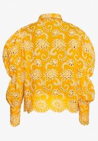 Sister Jane - BROIDERY RANCH SCALLOP SHIRT - Bluzka - yellow - 1