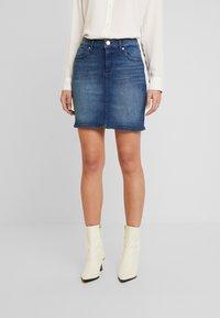 Q/S designed by - ROCK KURZ - Denimová sukně - blue denim - 0